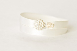 diy pearly white bracelet