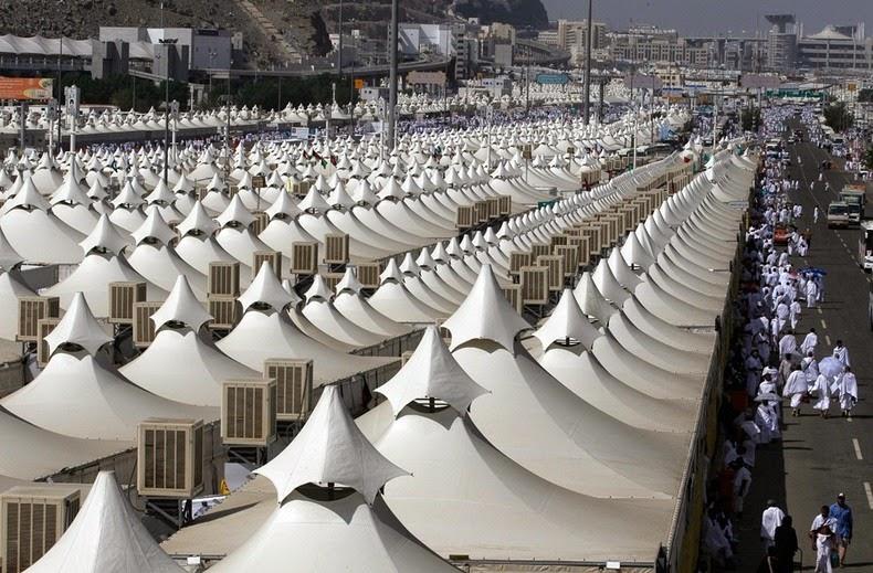 Syrian Civil War: News #2 - Page 4 Mina-tent-city-1%25255B2%25255D
