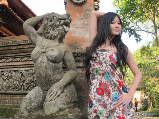 Karena Monyet Model Bikini Charmian Chen Jadi Terkenal