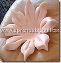 Flor de biscuit para lembrancinha de maternidade 1