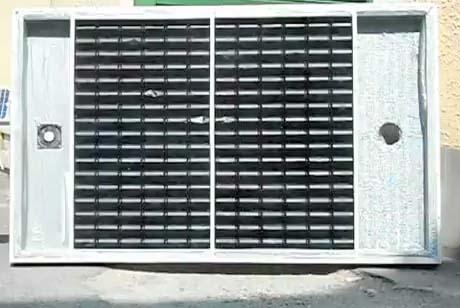 Pannello solare termico costruito con le lattine