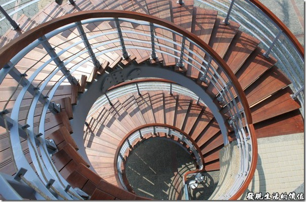 東港青洲濱海遊憩區。遊客中心的遠轉觀景樓梯,很適合拍照。