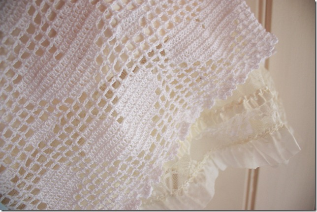 Håndlaget dåpskjole heklet blonder IMG_2236