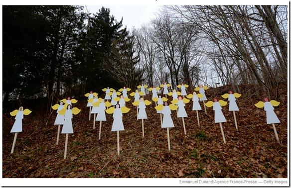 Sandy Hook memorial2012-12-17_022836