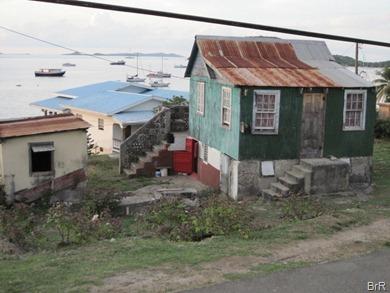 Petite_Martinique_vom_Pub_aus