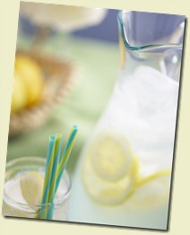 Lemonade_with_straws