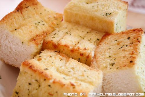東海芙蘿拉美味廚房-現烤現吃的香蒜麵包