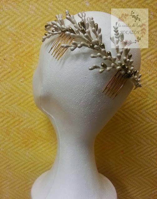 semicorona para novia vintage realizada en porcelana fria y pintada totalmente artesanal