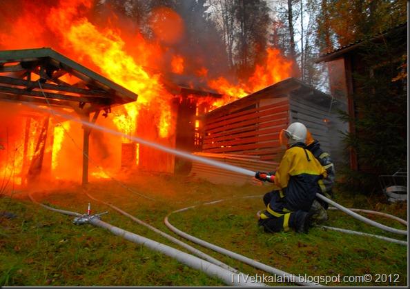 24H palomiehenä ulkorakennuksen polttaminen 182