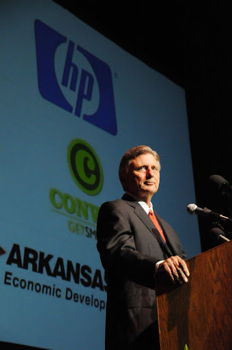 Gov. Mike Beebe at HP Conway announcement in June 2008