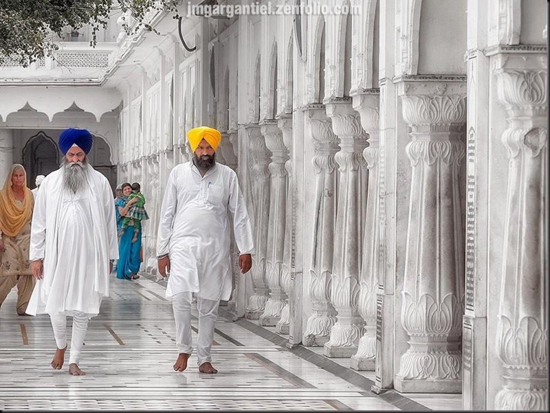 Ballade au Temple d'Or (le Vatican des Sikhs), à Amritsar. — presso golden temple, Amritsar.