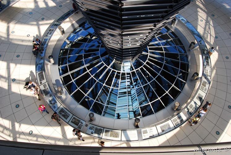 Mirando hacia la cámara - Reichstag - Berlin
