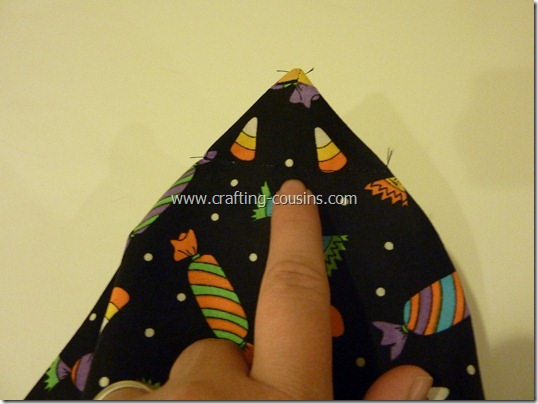 Trick or Treat bag tutorial by Crafty Cousins (21)