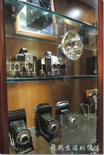台北-佩斯坦咖啡館。古董相機。