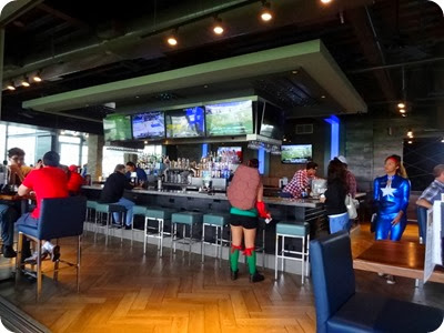 TopGolf bar