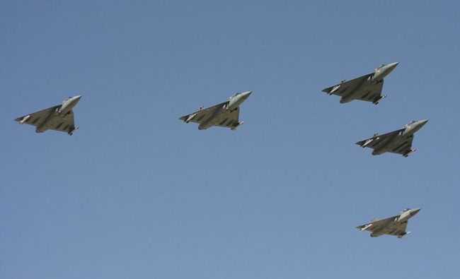 Light-Combat-Aircraft-LCA-Tejas-Formation-01