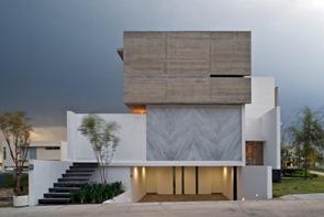 Fachada-de-hormigon-casa-x-agraz-arquitectos