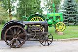 1921 Fordson ir 1926 John Deere traktoriai