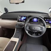 2013-Toyota-JPN-Taxi-concept-07.jpg