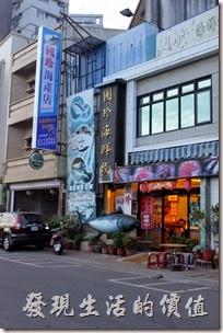東港國珍海產店外觀。