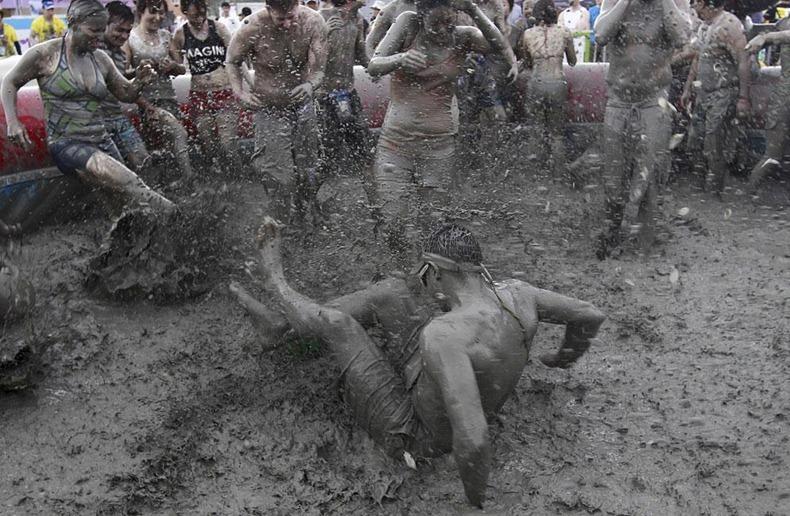 boryeong-mud-fest-2011-1
