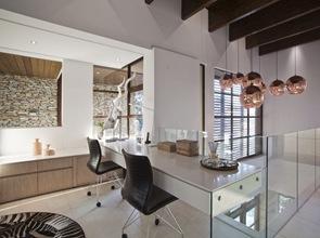 diseño interior casa de lujo lamparas doradas