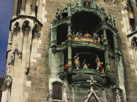 Obiective turistice Bavaria: Glockenspiel