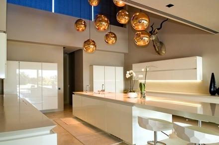 muebles-cocina-blanco-casa-marbella-a-cero-arquitectos_thumb[2]