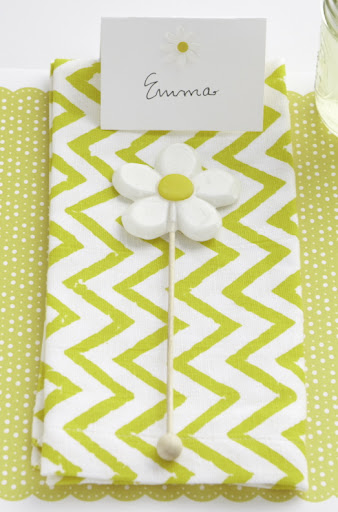 These daisy lollipops come wrapped individually so you can put them on a place setting, send guests home with them, or fill a bucket or mason jar to display.