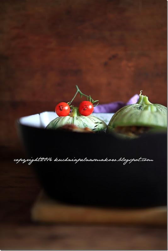 okrągłą cukinia zapiekana z cebulką, orzechami włoskimi i serem feta (6)
