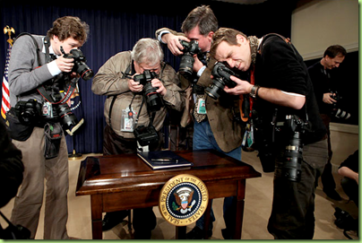executive order pen photo op