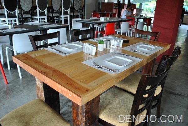 Rica's Restaurant Henry Hotel 09