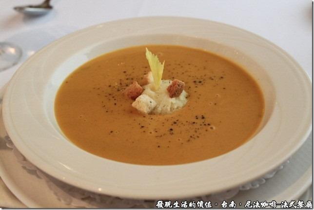 尼法咖啡,法式餐廳。咖哩馬鈴薯泥