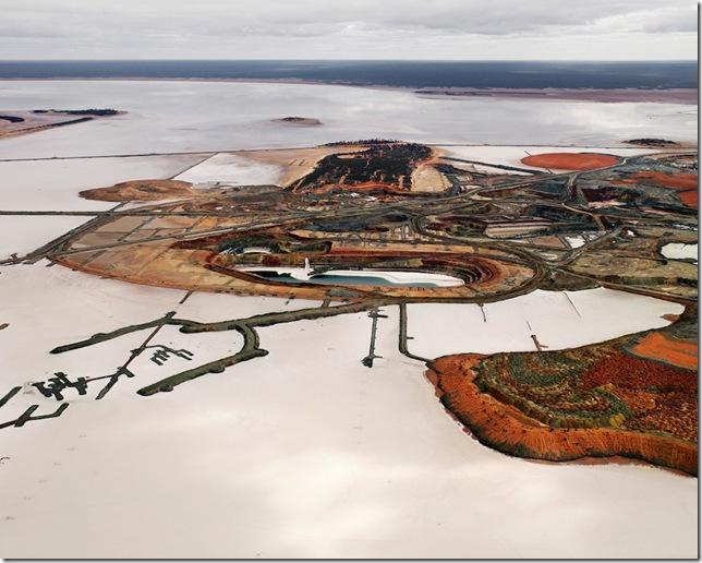 Edward Burtynsky, Silver Lake Operations #3, Lake Lefroy, 2007