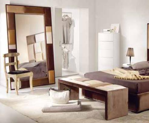 Mira espejos apoyados en el suelo for Espejos en el dormitorio