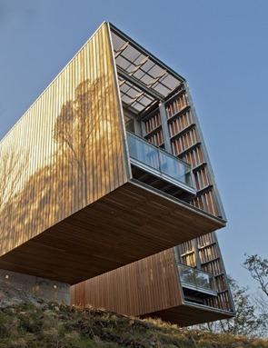 fachada-de-casa-con-revestimiento-de-madera