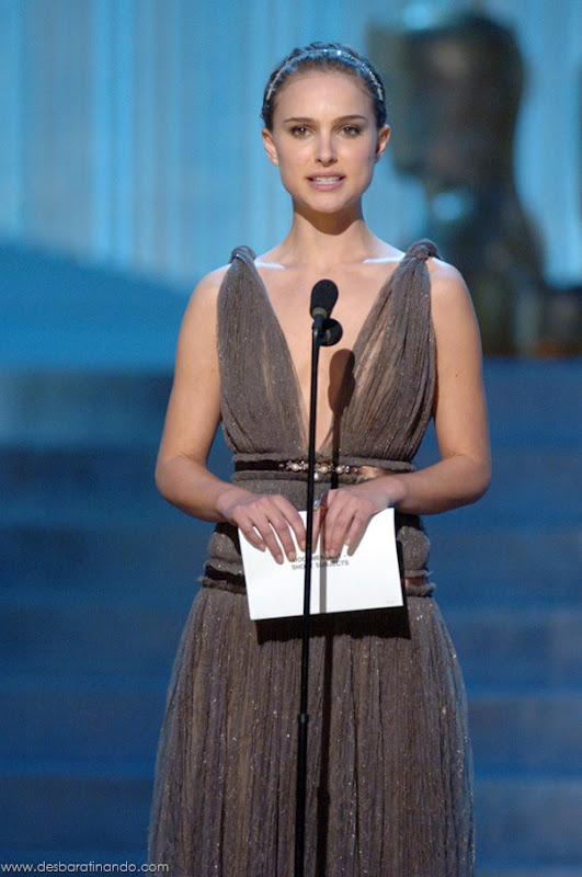 Academy Award nominee Natalie Portman presents the nominees for the Best Documentary Short Subject Academy Award during the 77th Annual Academy Awards at the Kodak Theatre in Hollywood, CA on Sunday, February 27, 2005.  HO/AMPAS