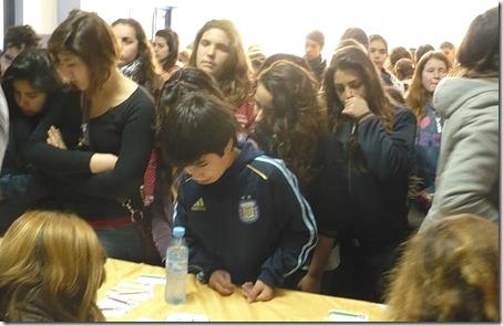 Al final de la jornada los alumnos leyeron las conclusiones de los talleres