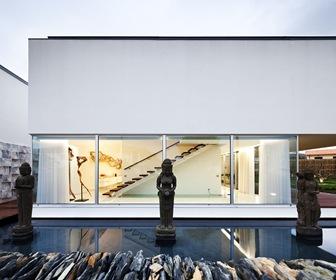 fachada-moderna-casa-mario-rocha