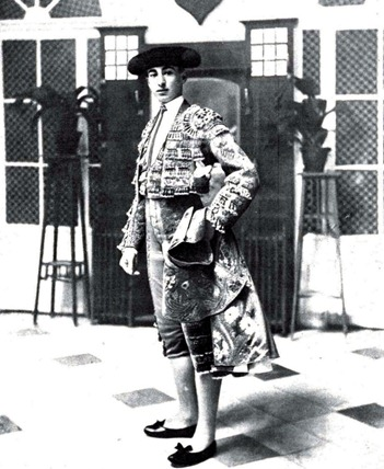 1912-09-11 (p. Mundo Grafico) Retrato cuerpo entero Joselito de torero