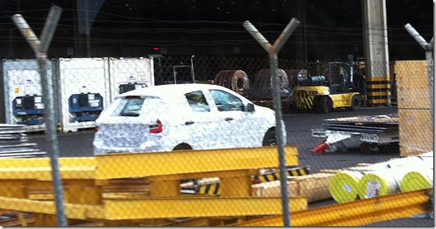 nova-geracao-do-ford-ka-e-visto-no-aeroporto-viracopos-em-campinas-sp-modelo-cresceu-e-chega-as-lojas-em-2014-1377024213732_956x500