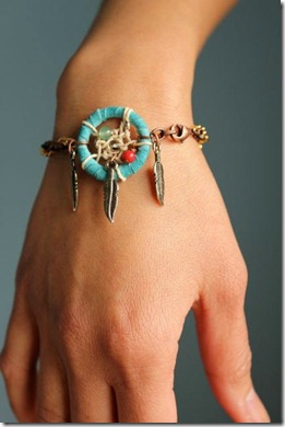 hipster-fun-photo-blogger-cute-style-hipsters-cool-glasses-dream-catcher-outift-bracelet