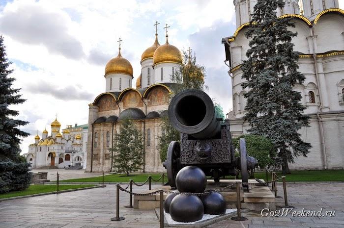 Moskow_kreml_sobornaya_ploshad_14.jpg