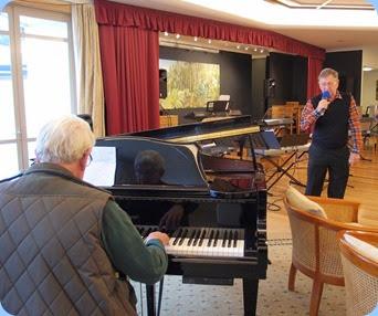 Bennie Gunn accompanied Len Hancy (vocals) on the grand piano. Photo courtesy of Dennis Lyons