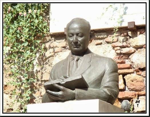 Malaga, Teatro Romano, Calle Alcazabilla, monument pour JT Alvarez