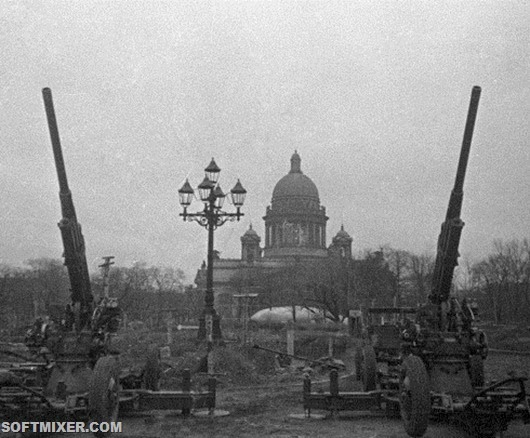 RIAN_archive_5634_Antiaircrafters_guarding_the_sky_of_Leningrad_thumb[6]