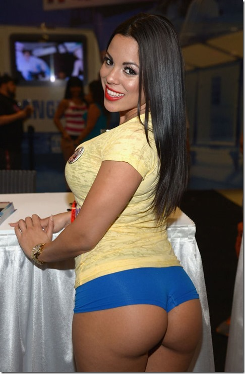 exxxotica-2013-girls-11