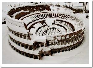 Colosseo sotto la neve