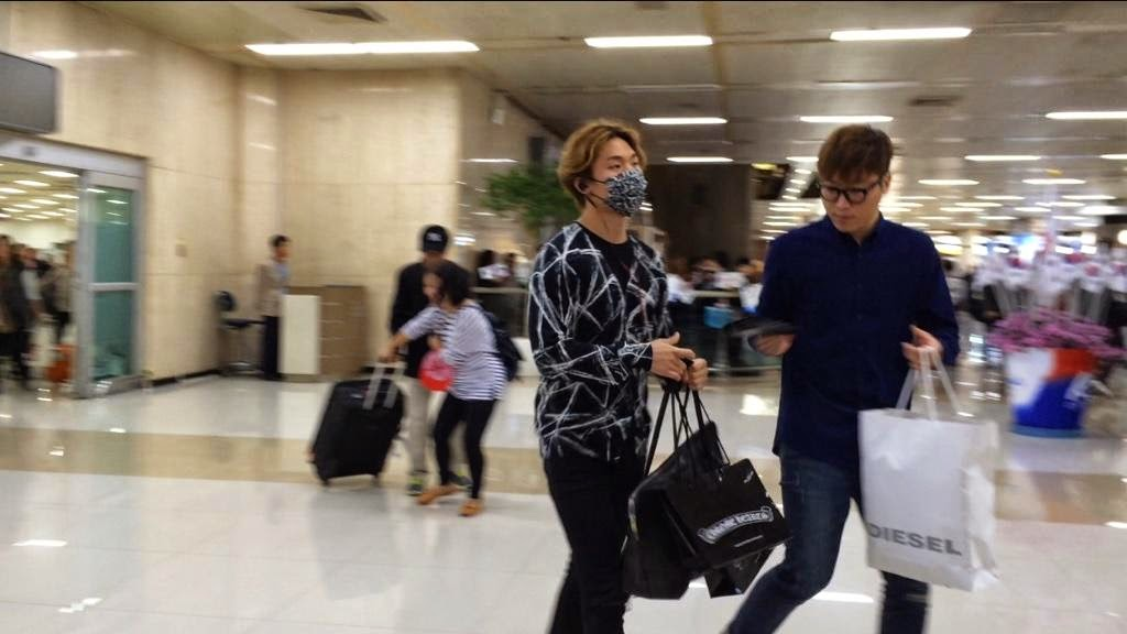 Dae Sung - Gimpo Airport - 18oct2014 - Fan - 01.jpg