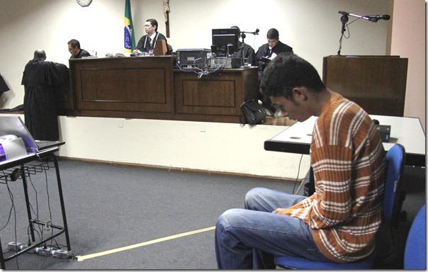 salomi compareceu ao julgamento e foi absolvido